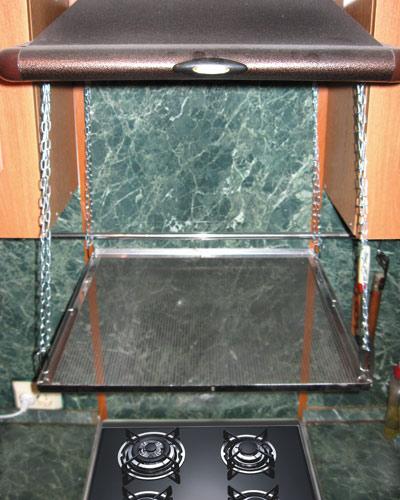 Вариант установки на цепях, крепление за вытяжную вентиляцию